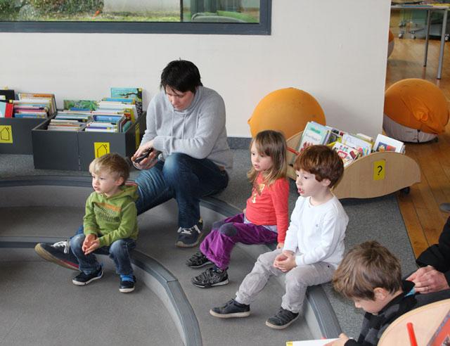 élèves médiathèque : école Montessori Internationale de Bordeaux-Gradignan