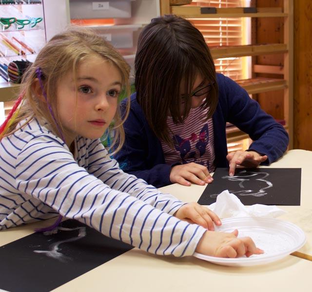 Montessori Internationale Bordeaux - élèves dessin préhistoire