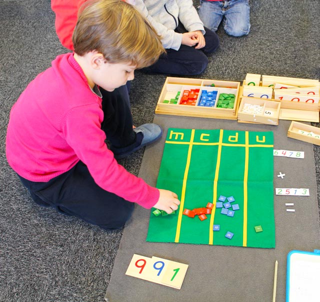montessori international Bordeaux - enfant et addition