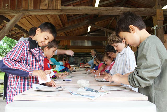 Initiation élève poterie Gradignan - école montessori internationale de Bordeaux