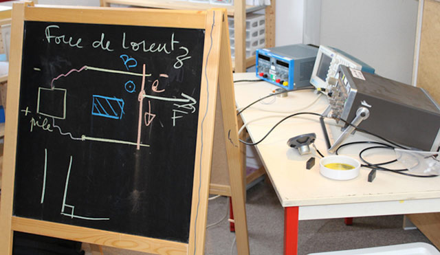 Montessori International Bordeaux - expérience de Physique