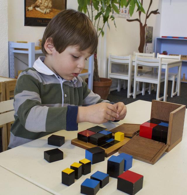 montessori cube trinome