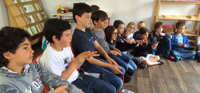 Langue des signes à l'école Montessori