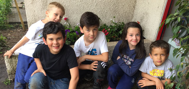 Jolies fleurs à l'école Montessori