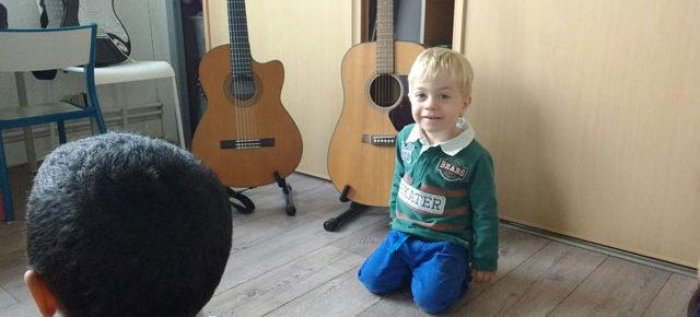 La guitare présentée en 3-6 ans Montessori
