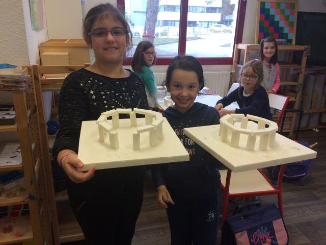 Montessori International Bordeaux : Art fabrication d'un décor de Stonehenge- base finalisée