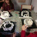 Montessori International Bordeaux : Art fabrication d'un décor de Stonehenge- couleur fond socle
