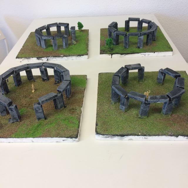 Montessori International Bordeaux : Art fabrication d'un décor de Stonehenge- 4 décors finis