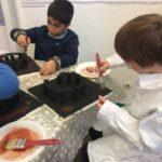Montessori International Bordeaux : Art fabrication d'un décor de Stonehenge- Sous-couche