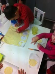 Vendredi 6 janvier 2017, les élèves de l'école Montessori Internationale de Bordeaux-Gradignan ont eu la chance de partager une délicieuse galette des rois.